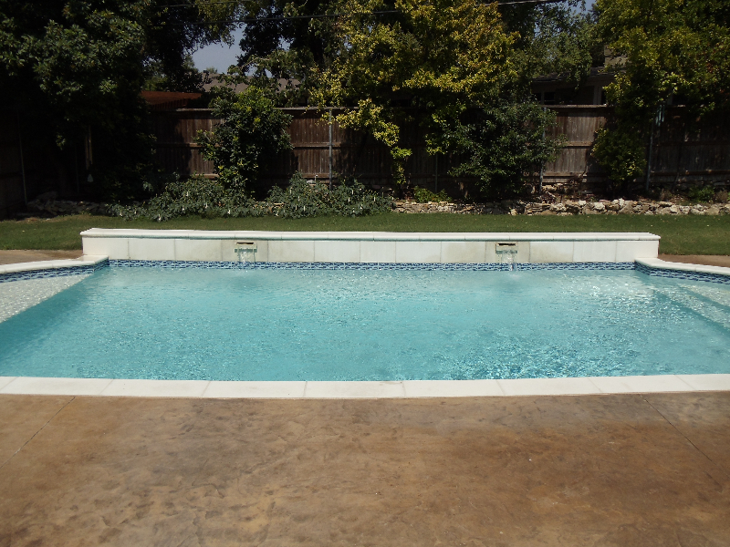 How to clean pool tiles