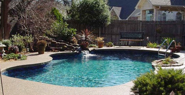 Does a small pool cost less money?