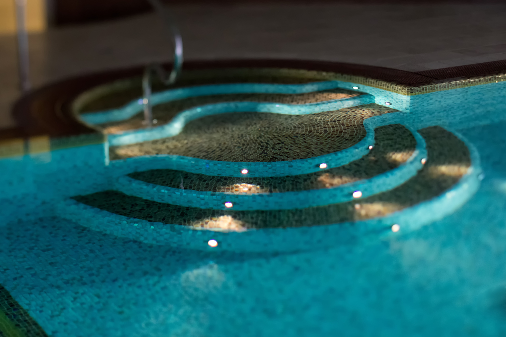 5 things a pool service contractor does