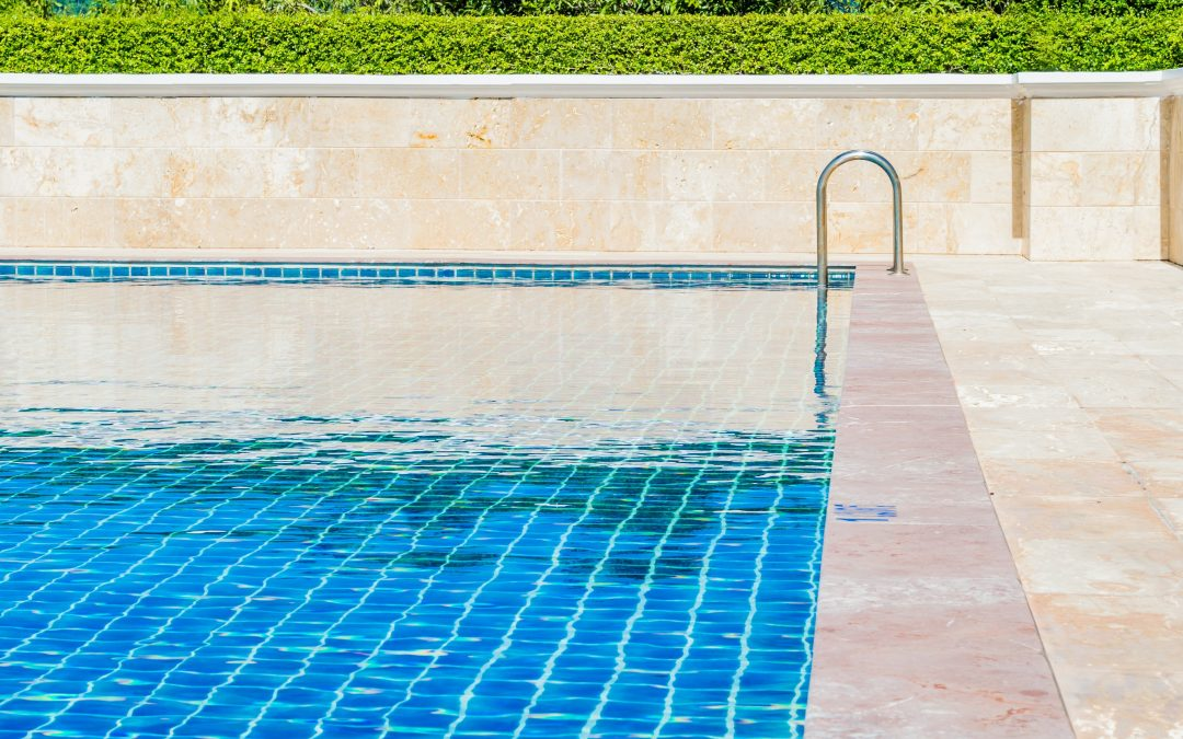 The benefits of poolside landscaping